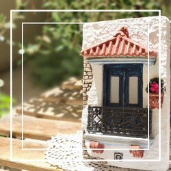 A door can show hospitality at any size!   Order our unique decoration door here: https://bit.ly/3wmYvz9  #chicgreekgifts #wedelivergreece #greekdoors #hospitality