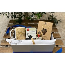 As the weather is getting colder, let's warm up!  Sitting ideally in front of a fireplace, thinking of having your tea time.. well, we got you!! Chai Time gift set is a gift box designed to bring joy and Greek vibes to your most wonderful time of the day, your tea time!!   #wedelivergreece #chicgreekgifts #wedeliverchristmas Explore more ideaf gift at our webiste:  https://chicgreekgifts.com/e-shop/122-chai-time.html