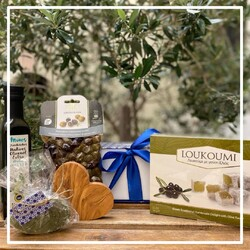 The most common and well-known products in ancient Greece were olive oil products.   Greeks used to drink a shot of olive oil every single day.   It was their secret for a long and happy life!  Order our olive goodies box here: https://bit.ly/37bvhZM  #chicgreekgifts #wedelivergreece #oliveoil #greekdietbox