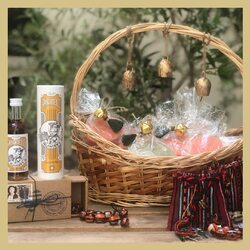 It's no secret we 're fans of Greek products.  Are you planning a boho wedding, elegant folk, magical romantic or stylish luxury wedding?  Contact us to curate your guests' welcome gifts.  Find the best box for your guests tying the knot here: https://bit.ly/3p2naHe  #chicgreekgifts #wedelivergreece #greekweddingfavors